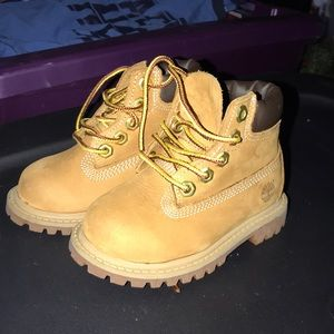 Toddler size 5M timberland boots like new